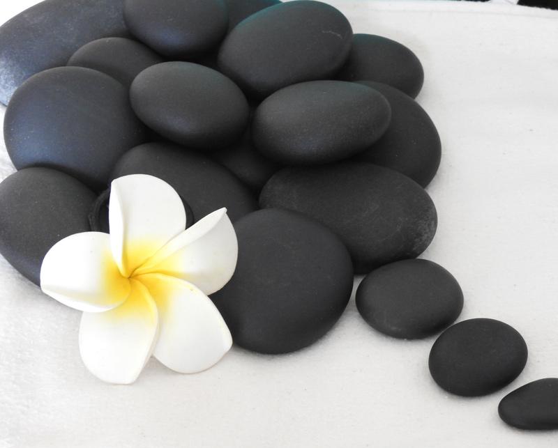 La Villa Madura vous propose des massages aux pierres chaudes !